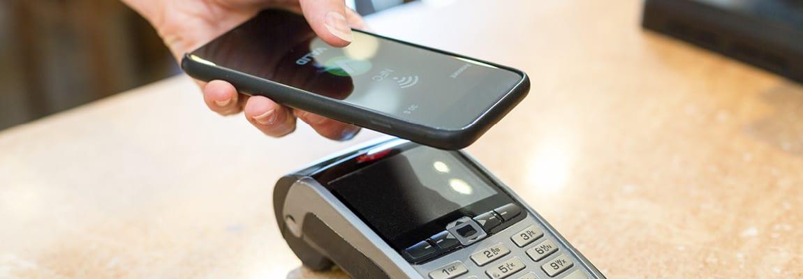 לשלם דרך הטלפון