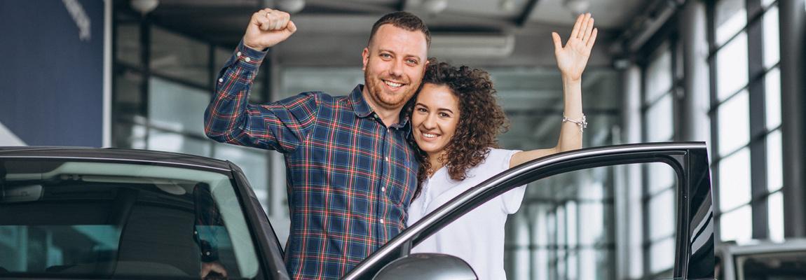 זוג קונה רכב חדש