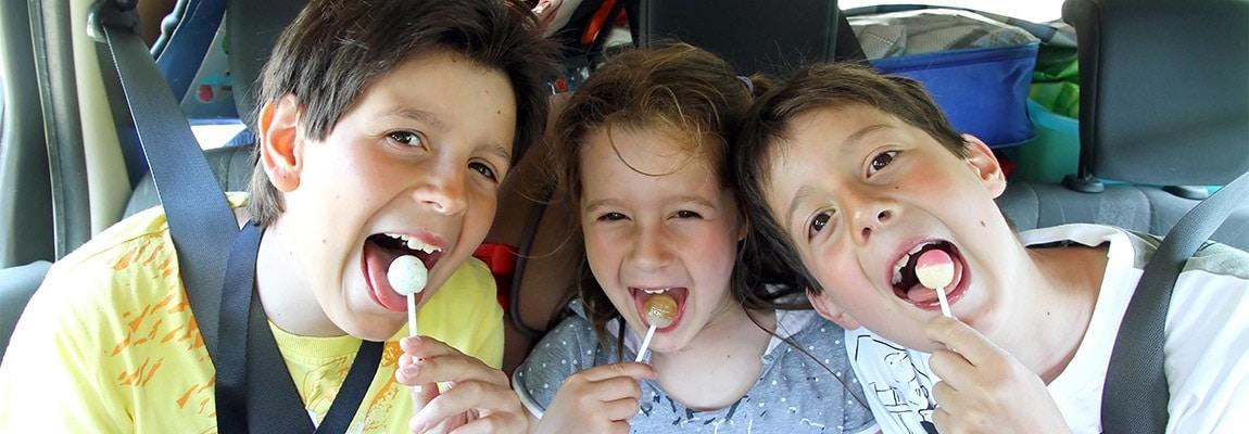 ילדים בנסיעה ברכב